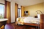 Отель Bohemia Suites & Spa