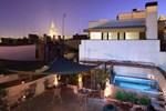 Отель Corral Del Rey