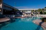 Отель Clarion Suites Maingate