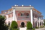 Studios & Apartments Kyprianos