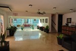 Отель Hotel Las Dalias Inn