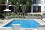 Отель Queen's Villa Hotel