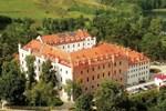 Отель Hotel Zamek Ryn