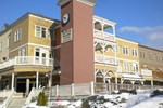 Отель Pemberton Gateway Village Suites