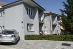 Апартаменты Vis a Vis Apartments