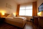 Отель Hotel Zur Rebe