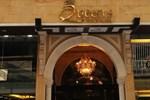 Отель Queens Suite Hotel