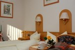 Отель Gasthof & Hotel Goldener Hirsch