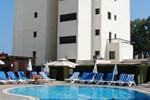 Апартаменты Pigeon Beach Hotel Apartments