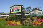 Отель The Cedarwood Inn & Suites