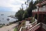 Отель Flores Del Lago Hostal