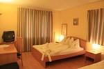 Отель Jade Hotel