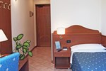 Отель Hotel Cris