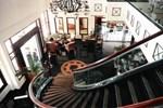 Отель Hotel Equator Surabaya
