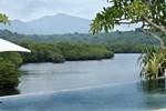 Отель Mimpi Resort Menjangan