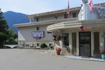 Отель Maple Leaf Motor Inn