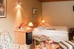 Отель Logis Hostellerie Motel Au Bois Le Sire