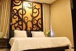 Отель Hotel Istana Permata Ngagel