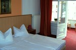 Отель Hotel Karolin
