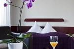 Отель Hotel Neuer Karlshof