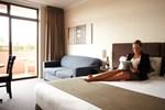 Отель Adelaide Meridien Hotel & Apartments