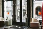 Отель Le Petit Hotel Montreal