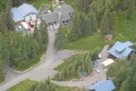 Отель Caribou Crossing Cabins