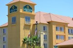 Отель La Quinta Inn & Suites Fresno Riverpark