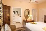 Отель Little Italy Inn