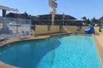 Отель The Islander Motel