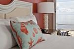 Отель Surfside Hotel and Suites