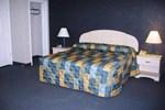 Отель Studio Inn & Suites