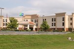 Отель Holiday Inn Express Lewisburg - New Columbia