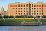 Отель Embassy Suites Des Moines - On the River