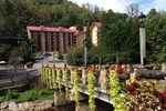 Отель Red Roof Inn & Suites Gatlinburg - Aquarium