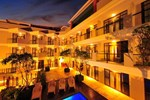 Отель The Kuta Playa Hotel & Villas