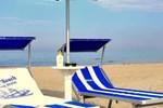 Отель Hotel Beach