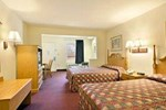 Отель Days Inn & Suites Pine Bluff