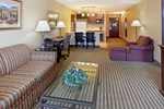 Holiday Inn Express Hotel & Suites MARINA