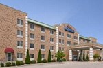 Отель Baymont Inn And Suites Milwaukee Grafton