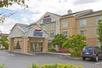 Отель Fairfield Inn and Suites by Marriott Pittsburgh New Stanton