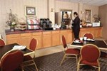 Отель Howard Johnson Inn - Springfield Suites