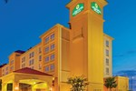 Отель La Quinta Inn & Suites Dallas Arlington 6 Flags Drive