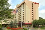 Отель New York LaGuardia Airport Marriott