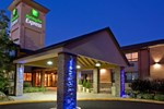 Отель Holiday Inn Express Toronto East