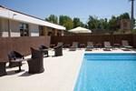 Отель Kyriad Aix Les Milles - Plan de Campagne