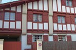 Апартаменты Apartment Rue du Docteur Goyenetche Saint Jean de Luz