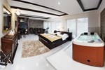 Отель Lux Hotel Onyx