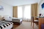 Отель Hotel Port 110