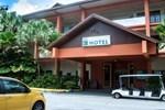 Отель Bukit Merah Laketown Resort